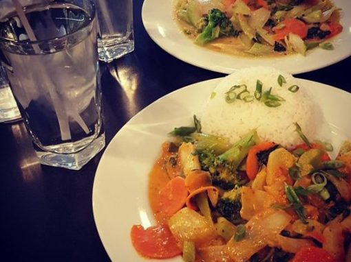 Red Curry (@vegan_b_ren)